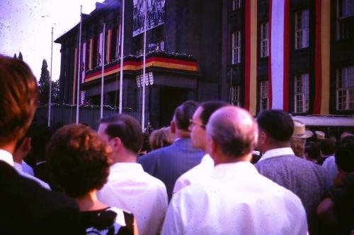 1964-willy-brandt-speaks-at-schoneberger-rathaus
