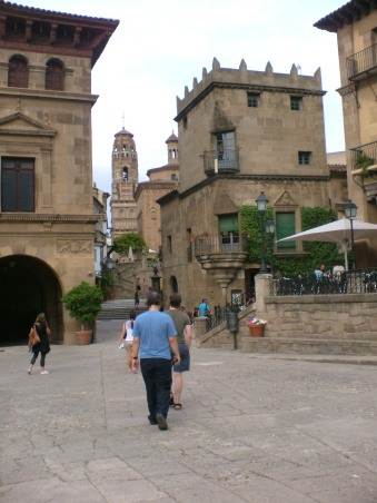 J and A in Poble Espanyol